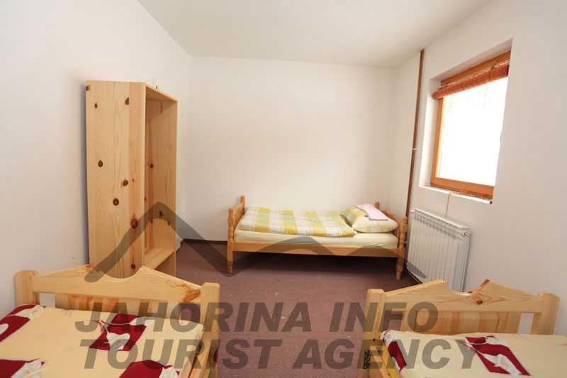 Apartmani-Cvoro-soba-trokrevetna