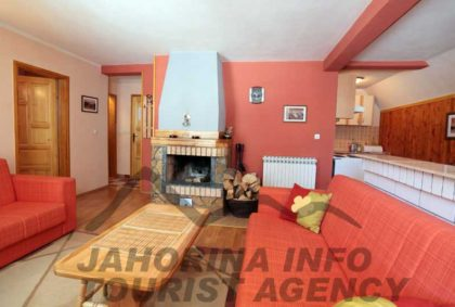 vila-marija-jahorina-apartman-2-kamin